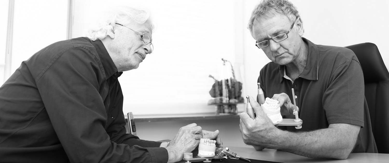 Zahnersatz Prothetik Besprechung Zahnarzt Dr. Gauchel Düsseldorf